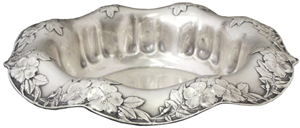 Fine Tiffany sterling silver Art Nouveau center bowl, circa 1906, 12 inches in diameter, 28.45 troy ounces. Image courtesy of Crescent City Auction Gallery.
