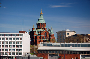 The Guggenheim Helsinki museum was to have been built constructed on the current site of the lower-level building seen far right in this photo. At center is Uspenski Cathedral. Photo: Ralf Roletschek, Farhhadmonteur.de. Licensed under the Creative Commons Attribution-NonCommercial-NonDerivative 3.0 (US) license.