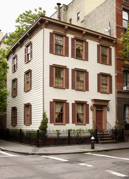 The Greenwich Village home of Donald and Eleanor Taffner, the contents of which will be offered by Lyon & Turnbull in Edinburgh in September. Image courtesy of Lyon & Turnbull.