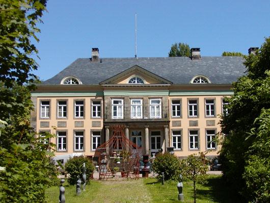 A wonderful summer destination for antiques and architecture: Kunst und Auktionshaus Schloss Hagenburg. Photo courtesy Kunst und Auktionshaus Schloss Hagenburg.