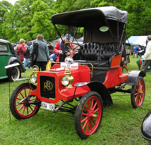 A 1906 REO Runabout. This file is licensed under the Creative Commons Attribution-Share Alike 3.0 Unported license.