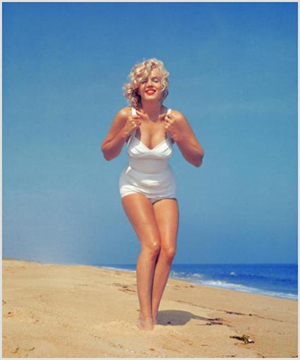 Marilyn Monroe in a mid-1950s photograph by Sam Shaw. Image courtesy LiveAuctioneers.com Archive and Estates-On-Line.com.
