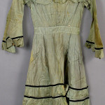 Nineteenth century child's gown. Image courtesy LiveAuctioneers.com Archive and Kaminski Auctions.