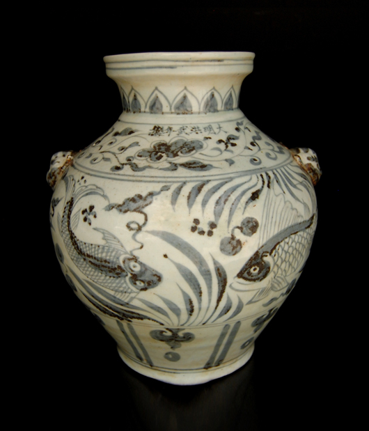 Rare blue and white fish vase. Gianguan Auctions image.