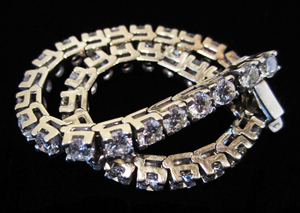 Approx. 10-carat diamond tennis bracelet, 14K white gold, H,I color, VS-SI, 39 diamonds. Est. $5,000-$6,500. WatchAuctionHQ image.