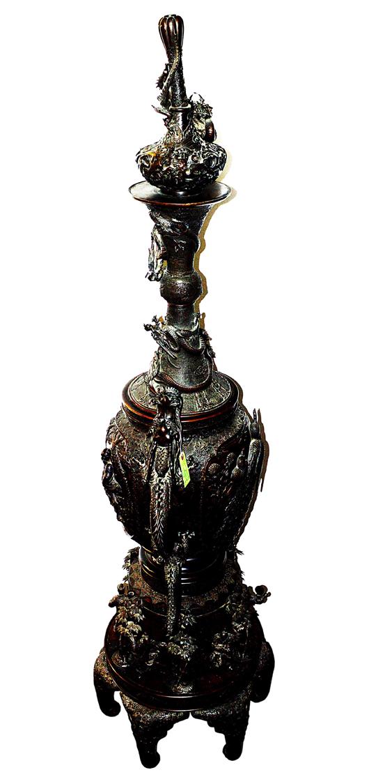 Monumental Japanese bronze palace urn. Roland Auctions image.