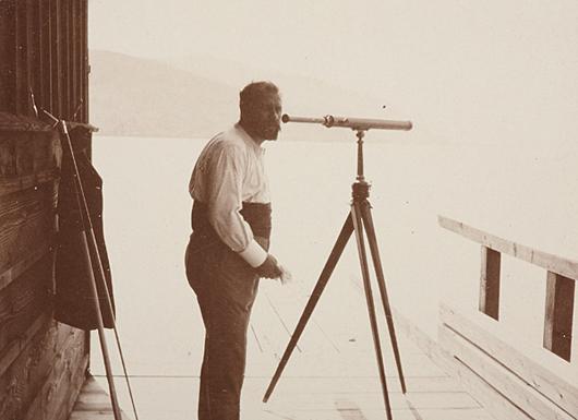 'Klimt With His Looking Glass', von Emma Bacher, Seewalchen, 1904. Das Bild des Künstlers, einer von nur zwei bekannten klassischen Drucken wird am 23. November bei WestLicht angeboten. Schätzung 12-15.000 Euro ($15.400 – 19.200). Foto mit freundlicher Genehmigung von WestLicht.