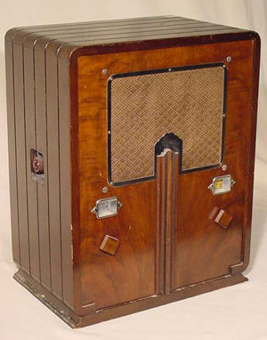 Art Deco styled Majestic Model 461 radio. Image courtesy LiveAuctioneers.com and Tom Harris Auctions.