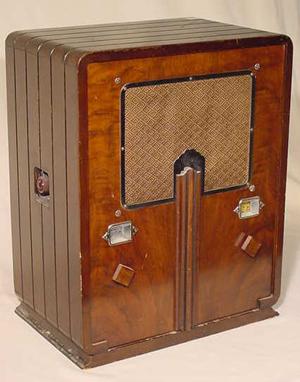 Former bandleader dialed in as antique radio repairman