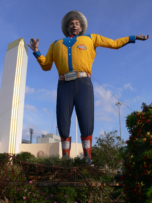 Big Tex at the State Fair of Texas in Dallas, 2008. Image by Andreas Praefcke. This file is licensed under the Creative Commons Attribution 3.0 Unported license.