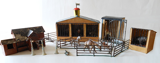Heyde Zoo, 29 pieces with giraffe cage, cat and bear enclosures, other building, fencing and animals. Est. $4,500-$6,000. Old Toy Soldier Auctions image.