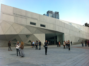 The Herta and Paul Amir Building of the Tel Aviv Museum of Art. Image by Arthur Schmunk. This file is licensed under the Creative Commons Attribution 2.5 Generic license.