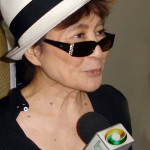 Yoko Ono at the Museum of Contemporary Art of the University of São Paulo, Brazil. Photo by Marcela Cataldi Cipolla, licensed under the Creative Commons Attribution 3.0 Unported license.