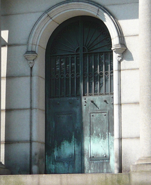 These bronze mausoleum doors were stolen from the Uniondale Cemetery in Pittsburgh on Jan. 2 & Bronze doors worth $8K stolen from old Pa. tomb