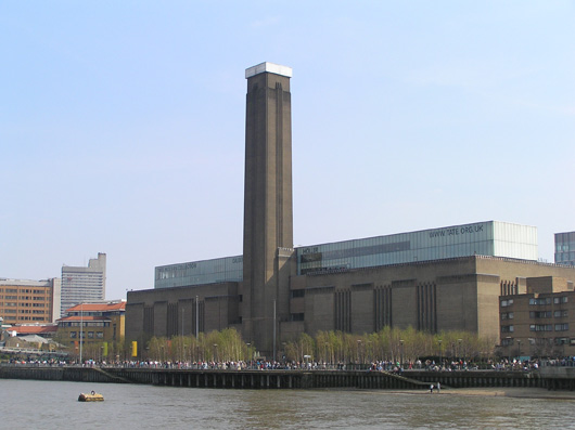 A view of the Tate Modern in London from the River Thames. Image by MasterofHisOwnDomain. This file is licensed under the Creative Commons Attribution-Share Alike 3.0 Unported license.