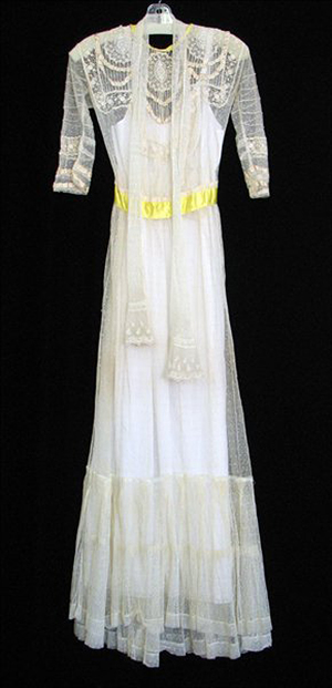 Victorian lace wedding dress. Image courtesy of LiveAuctioneers.com Archive and Susanin's Auctions.