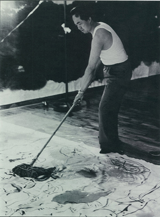 Kwong Lum at work, painting on canvas. Image courtesy Gianguan Auctions.