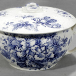 An English blue and white demiporcelain chamber pot. Image courtesy of LiveAuctioneers.com Archive and DuMouchelles.