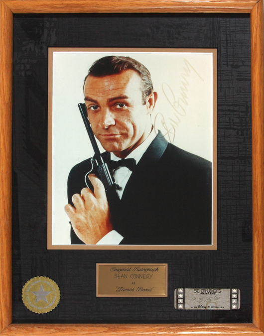 Sean Connery as James Bond. Autographed photo in frame, 19 x 24 cm, about 7 1/2 x 9 1/2 inches, the autograph slightly faded. Estimate: 475-1,000 euros. Little Nemo image.