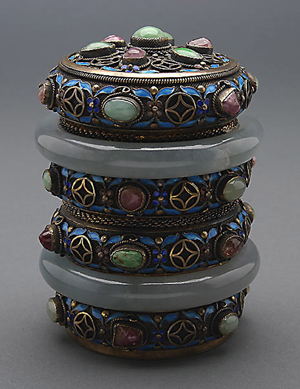 Gemstone-embellished silver filigree tea caddy. Estimate: $1,200-$1,800. Michaan's Auctions image.