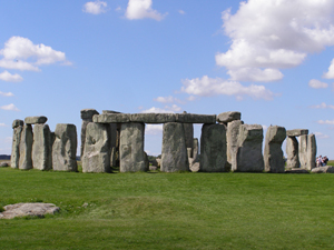 Stonehenge viewed from the heelstone with the 'Slaughter Stone' in the foreground. Image by garethwiscombe. This file is licensed under the Creative Commons Attribution 2.0 Generic license.