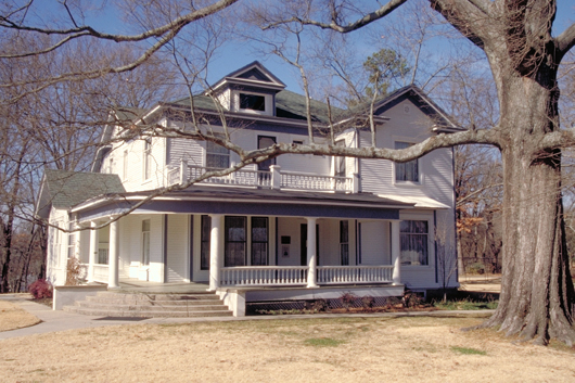 Ernest Hemingway wrote portions of his novel 'A Farewell to Arms' at this home in Piggott, Ark. Image by Dennis Adams, National Scenic Byways Online, courtesy of Wikimedia Commons.