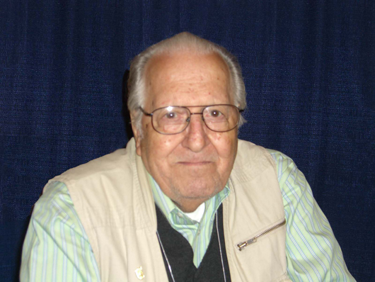 Nick Cardy at the 2008 New York Comic Con. Image by Luigi Novi. This file is licensed under the Creative Commons Attribution 3.0 Unported license.