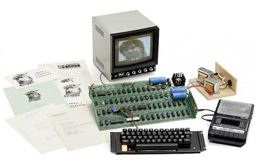 Dieser 1976er Apple 1, der ursprünglich für 666 Dollar verkauft wurde, erzielte einen Rekordpreis von 668000 Dollar (568000 Euro.) Foto mit freundlicher Genehmigung von Auction Team Breker.