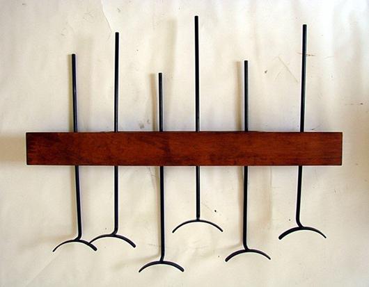 Lot 21: Franco Campo, Carlo Graffi, coat hanger, wood and varnished metal, circa 1950. Estimate: €800-1,000, starting bid: €400. Courtesy Nova Ars Asti.