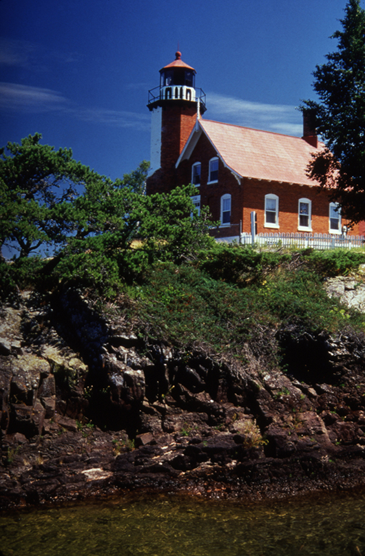 Eagle Harbor Lighthouse at Eagle Harbor, Mich. Image by Keweenaw Tourism Council, courtesy of Wikimedia Commons.