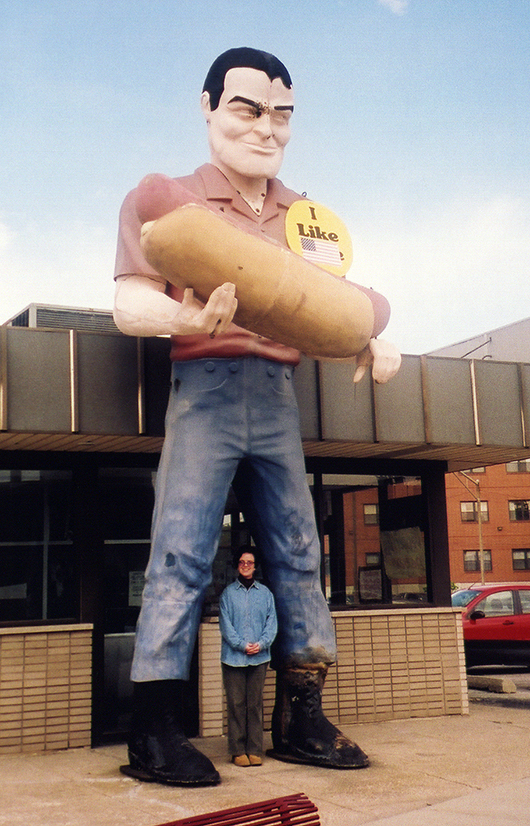 A giant Muffler Man holding a hotdog outside Bunyon's in Cicero, Ill.  Image by Mykl Roventine. This file is licensed under the Creative Commons Attribution 2.0 Generic license.