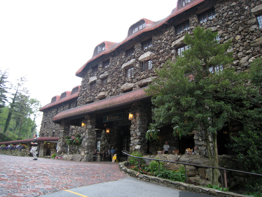 The Grove Park Inn, an Arts and Crafts Movement showcase in Asheville, N.C. Image by Jill. This file is licensed under the Creative Commons Attribution-Share Alike 2.0 Generic license.