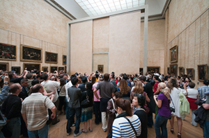 A crowd views the Mona Lisa at the Louvre, which has been plagued recently by pickpocketers. Image by Pueri Jason Scott. This file is licensed under the Creative Commons Attribution-Share Alike 3.0 Unported license.