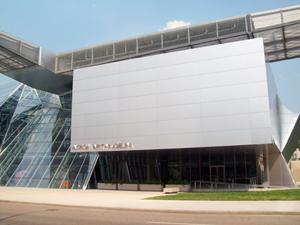 Akron Art Museum in Akron, Ohio. Image Threeblur0, courtesy of Wikimedia Commons.