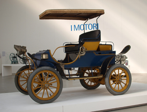 The Pope Motor Car Company followed its Pope-Toledo Type XII with the 1907 Pope C/60 V, as shown here. Photo by Tomislaw Medak, licensed under the Creative Commons Attribution-Share Alike 2.0 Generic license.