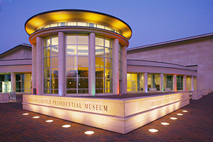 Exterior of the Abraham Lincoln Presidential Museum in Springfield, Illinois. Licensed under the Creative Commons Attribution-Share Alike 3.0 Unported license.