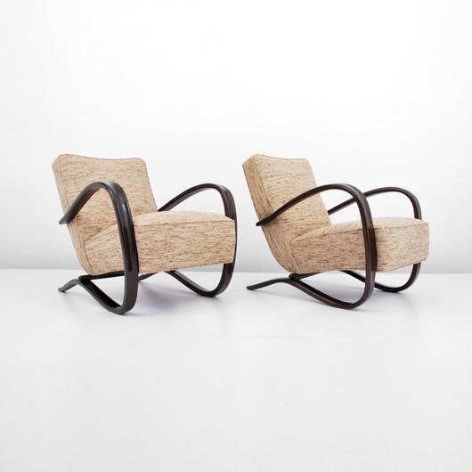 Pair of Jindrich Halabala (Czechoslovakia) lounge chairs, est. $5,000-$7,000. Palm Beach Modern Auctions image.