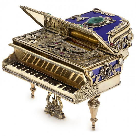 Gem-set necessaire formed as a grand piano by Russian silversmith Konstantin Egorovitch Knyasev sold for 30,750 euros ($41,500). Auction Team Breker image.