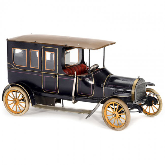 Bing's largest toy limousine sold for 11,000 euros ($15,000). Auction Team Breker image.