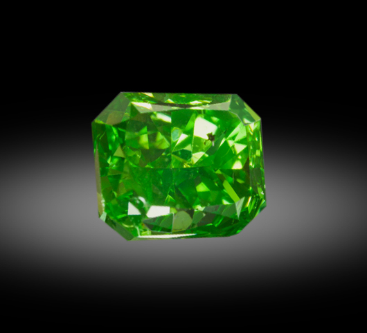 A vivid yellowish-green 1.01 carat diamond. Zach Colodner image, courtesy Optimum Diamonds