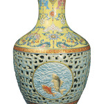 1740 Qing Dynasty reticulated vase. Image courtesy of Bainbridges Auctioneers.