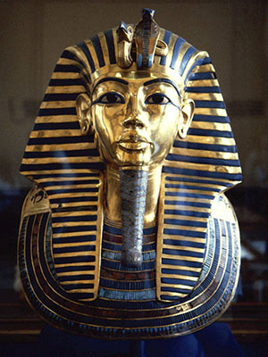 In show of Pharaonic heritage, Egypt parades royal mummies