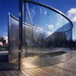 Pavilion by Dan Graham in Berlin. Copyright BILD-BY, courtesy of Wikimedia Commons.