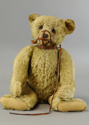 Steiff golden mohair bear with shoebutton eyes, leather muzzle, 24in tall, est. $4,000-$6,000. Bertoia Auctions image.