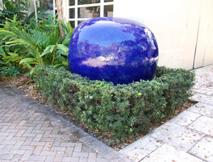 Monumental cobalt blue pottery sculpture by Jun Kaneko (Japanese, b. 1942-), deaccessioned from the collection of the Ann Norton Sculpture Garden in West Palm Beach, Florida. Est. $17,000-$25,000. Palm Beach Modern Auctions image.