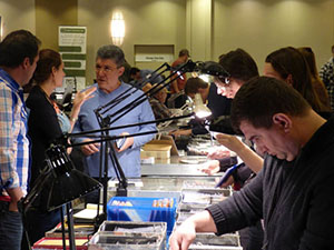 Business was brisk at the Chicago Paper Money Expo. Image submitted by CPMX.