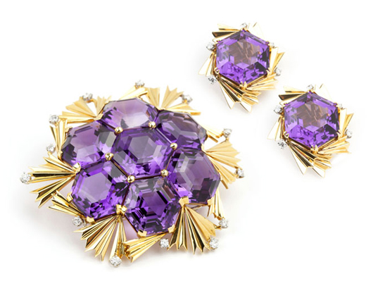 A stunning Schlumberger brooch in 18K gold and amethyst, paired with matching earrings by David Webb, is expected to earn between $8,000 and $12,000. John Moran Auctioneers image.