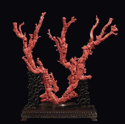 An important carved red coral with Guanyin, China, Qing Dynasty, late 19th century, 7,570 grams, 75x77 cm. Estimate: €50,000-70,000. Courtesy Cambi, Genoa.