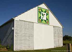 A barn displaying a quilt block in central Illinois. Image courtesy of Barn Quilt Heritage Trail, McLean County, Ill. http://www.mcleancountybarnquilts.com/