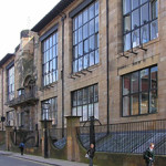 The front (north) facade of Charles Rennie Mackintosh's Glasgow School of Art on Renfrew Street, Garnethill in Glasgow, Scotland. Taken by Finlay McWalter on May 7, 2004. Licensed under the Creative Commons Attribution-Share Alike 3.0 Unported license.